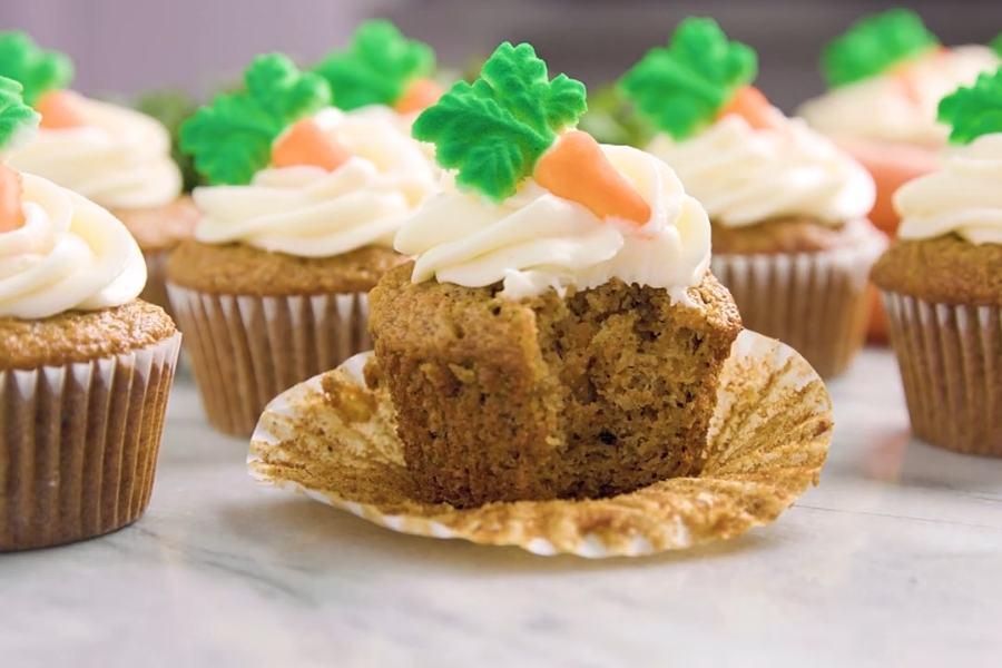 Easy carrot cake cupcakes